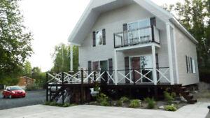 à Ste-Monique au Lac-à-La-Loutre,propriété accessible à l'année