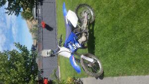 2004 Yamaha YZ125 dirtbike 2 stroke