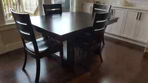 dining set made by KVADRO Furniture