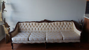 Geourgeous extra long sofa. Statement peice ! West Island Greater Montréal image 2