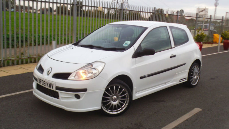 renault clio 1 2 extreme 2009 full body kit big alloys. Black Bedroom Furniture Sets. Home Design Ideas