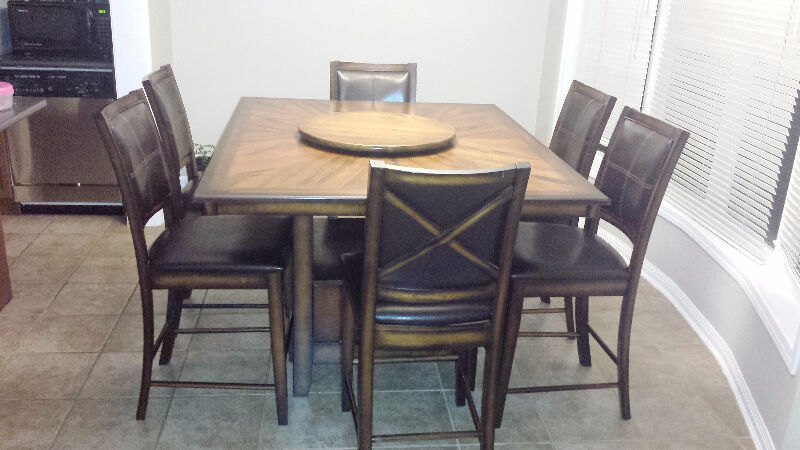 Dining table with lazy suzzane and chairs 6 8 seater for Table 6 chaises kijiji