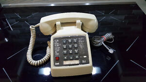 Western Electric Phone 2500 w Light up Link Button - Hearing Imp