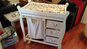 chnage table w laundry and drawers