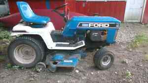 Bolens / ford lawn mower tractor for sale Kitchener / Waterloo Kitchener Area image 4