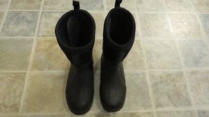 Youth Size 2 Muck Boots