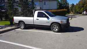 Dodge ram 1500 with lift gate and 8' box