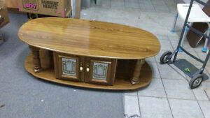 gorgeous coffee and end table set 3pces Kingston Kingston Area image 1