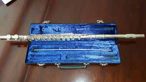 King 610 flute with hard shell case