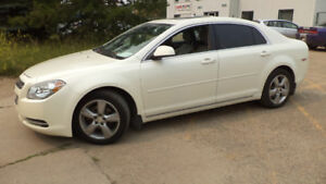 10 MALIBU - AUTO  - FULLY LOADED - LEATHER - SUNROOF -