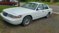 1995 Ford Grand Marquis with 102 km