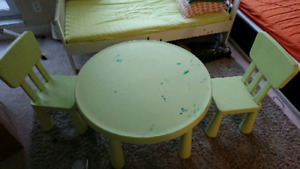 Kids coloring desk with 2 chairs