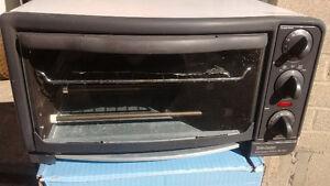 Batty Crocker  Compact  Oven /Broiler.
