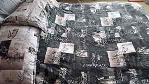 Queen size duvet cover with 2 pillowcases.  Kitchener / Waterloo Kitchener Area image 1