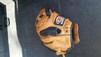 BRAND NEW !!! NEVER BEEN GAME USED EASTON CATCHERS GLOVE !