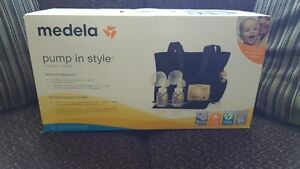 Medela Pump in Style Breastpump Slouch bag- with BPA-Free Bottle