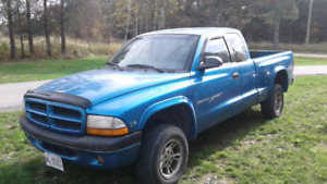 2000 dodge dakota sport $3000.00