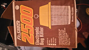 bug ( zapper) killer  electic 2500 London Ontario image 4