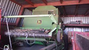John deere 7721 pull type combine