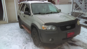 Ford escape xlt 2005 .