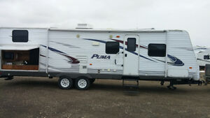 2011 - 30 ft Puma triple bunk travel trailer with outdoor kitche