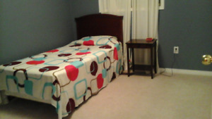 ROOM  FOR  RENT  IN  WHITBY (BROCK AND  ROSSLAND ) FEMALE  ONLY