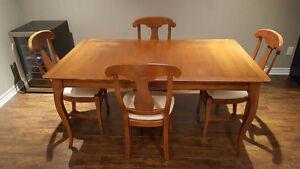 Table à manger en bois, 4 chaises, extension