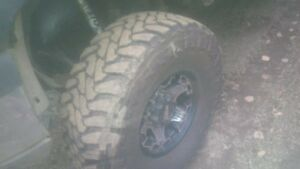4 37x13.5xr17 toyo open country mt's like new trade for sled