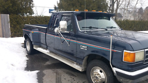 Ford F350 dually xlt lariat