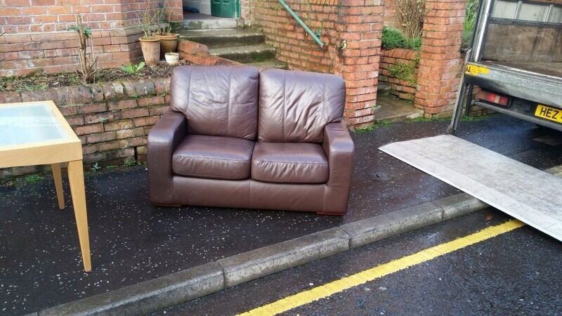 Very Nice 2 Seater Sofa In Brown Leather 130 In Ormeau