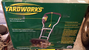 Almost brand new YardWorks Electrical Snow Blower 10A, 16""