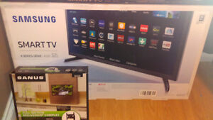 """32"""" flat screen tv smart tv samsung with wall mount brand new"""