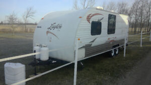 2009 24' Travel Trailer / Camper With Bunks