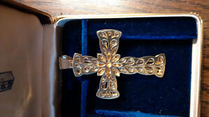 Beautiful gold and diamond cross pendant REDUCED! Windsor Region Ontario image 6