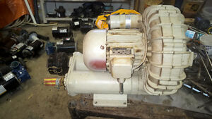 POMPE A AIR (AIR BLOWER) COMMERCIALE HAUTE PRESSION 208 V. 2 PH.