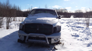 2006 ram hemi 1500 4x4 parts truck or fix motor and can bedriven