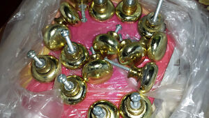 Kitchen cabinet Knobs Reduced- 25 PCS,excellent condition.
