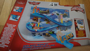 Planes, wall race track set1