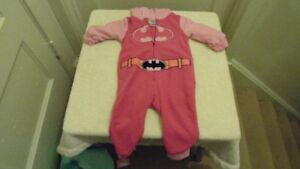 size 6/12 months batman one piece outfit       SPPU