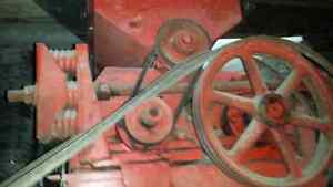 Champion #20 Roller Mill, oats or mix grain Stratford Kitchener Area image 2