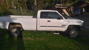 2002 Dodge Power Ram 2500 Leather interior Pickup Truck