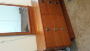 Wood dresser with mirror needs to be gone by this Saturday!!!