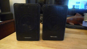 Realistic Black Bookshelf Speakers Minimus-3.5 Made in Japan .