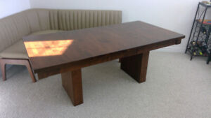 Canadel expandable dinning table