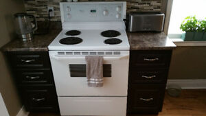 Whirlpool electric range in white good condition