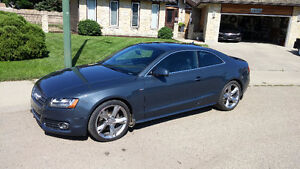 2010 Audi A5 2.0L Premium Coupe (2 door)