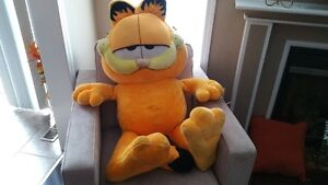 Garfield Huge Stuffed Toy Oakville / Halton Region Toronto (GTA) image 1