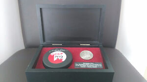 1972 Canada-Russia Series Paul Henderson signed puck and Coin