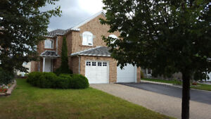 HOUSE FOR RENT IN RICHMOND HILL - MOST DESIRABLE AREA