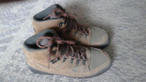 HIKING BOOTS WOMENS SIZE 8 1/2 MERRELL LAZER